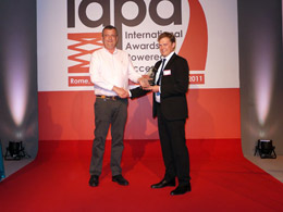 Facelift's Gordon Leicester presents award at the IAPA Awards 2012 in Rome