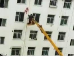 Man uses cherry picker to save girl in China