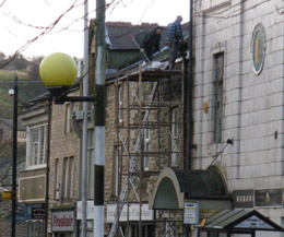 Lives risked on scaffolding