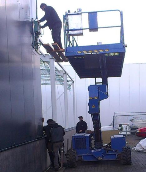 Picture of Scissor lift fail