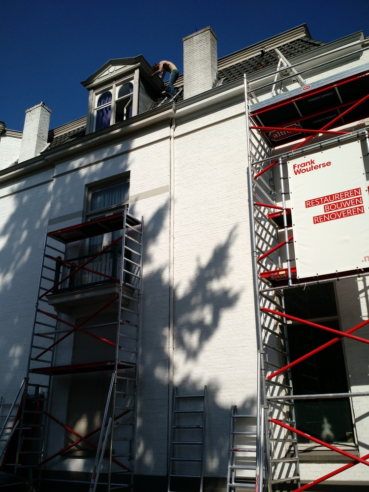 Picture of Another roofer taking a massive risk - no harness and iffy use of ladders