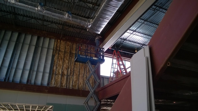 Picture of Don't stand on your scissor lift's rails.