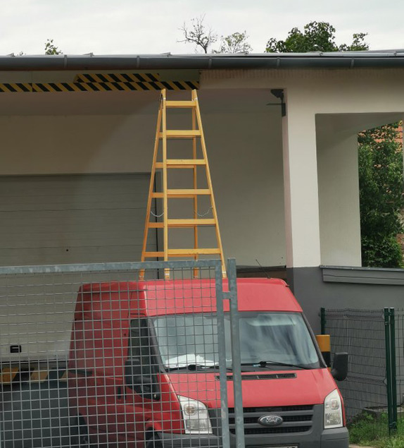 Picture of Step ladder on van roof... what could go wrong apart from everything?